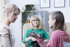 El hablar con la madre Fotos de archivo libres de regalías