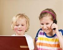 El hablar con los abuelos Imágenes de archivo libres de regalías