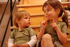 El hablar de las hermanas Foto de archivo libre de regalías