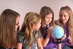 El hablar de las muchachas Imagen de archivo