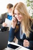 El hablar en el teléfono Fotografía de archivo libre de regalías