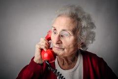 El hablar en el teléfono fotos de archivo libres de regalías