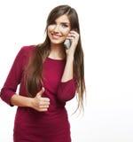 El hablar feliz del teléfono móvil de la mujer de la sonrisa Fotografía de archivo