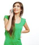 El hablar feliz del teléfono móvil de la mujer de la sonrisa Imágenes de archivo libres de regalías