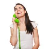 El hablar femenino joven en el teléfono Foto de archivo