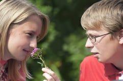 El hablar joven feliz de los pares Imagen de archivo libre de regalías