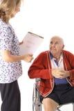 El hablar paciente mayor con la enfermera Fotografía de archivo