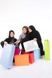 El hacer compras árabe de las hembras de Beatuful Foto de archivo libre de regalías