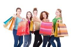 El hacer compras adolescente de los amigos Fotos de archivo libres de regalías