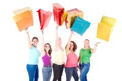 El hacer compras adolescente de los amigos Foto de archivo