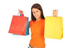 El hacer compras - chica joven linda con los bolsos de compras Foto de archivo