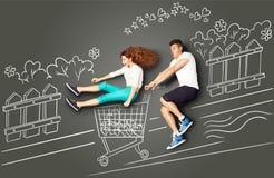 El hacer compras con la diversión Imagen de archivo