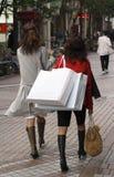 El hacer compras de las mujeres Fotografía de archivo