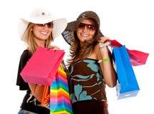 El hacer compras de los amigos Foto de archivo libre de regalías