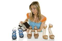 El hacer compras de los zapatos Fotos de archivo libres de regalías