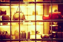 El hacer compras de lujo de las mercancías Imagenes de archivo