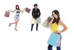 El hacer compras de tres muchachas foto de archivo libre de regalías