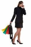 El hacer compras después de trabajo Foto de archivo