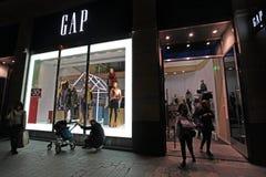 El hacer compras en Champs-Elysees parís Foto de archivo libre de regalías