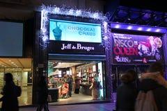 El hacer compras en Champs-Elysees parís Foto de archivo