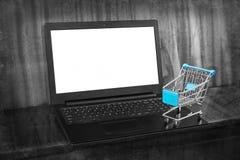 El hacer compras en línea Foto de archivo libre de regalías