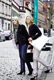 El hacer compras en la ciudad Fotos de archivo