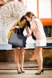 El hacer compras en la ciudad Imagenes de archivo