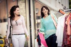 El hacer compras en la ciudad Fotografía de archivo libre de regalías