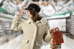 El hacer compras en la Navidad Imagenes de archivo