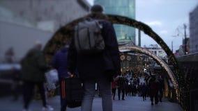 El hacer compras en la Navidad Ennegrezca viernes Fondo video borroso festivo de la Navidad almacen de metraje de vídeo