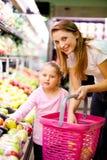El hacer compras en mercado Fotografía de archivo