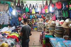 El hacer compras en Saigon Imagen de archivo libre de regalías