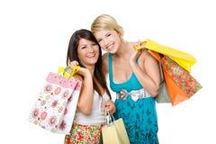 El hacer compras hermoso de dos mujeres jovenes. Imagenes de archivo