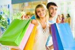 El hacer compras junto Fotos de archivo libres de regalías