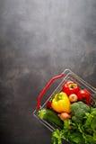 El hacer compras para el concepto del espacio de la copia de las verduras Fotografía de archivo