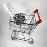 El hacer compras para un grado Imagen de archivo