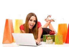 El hacer compras sobre Internet Fotografía de archivo libre de regalías
