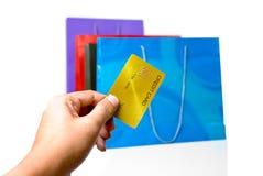 El hacer compras vía de la tarjeta de crédito Foto de archivo