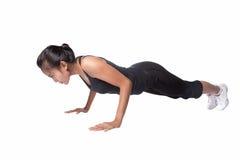 El hacer de la mujer empuja hacia arriba el ejercicio, aislado Imagen de archivo libre de regalías