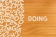 El hacer de la palabra hecho con las letras de madera del bloque Fotografía de archivo libre de regalías