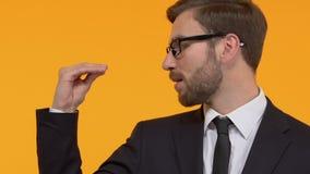 El hacer del hombre soso - gesto soso, promesas vacías, campaña electoral de, primer almacen de video