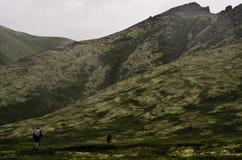 El hacer excursionismo en alto país Imagen de archivo libre de regalías