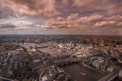 El hacer frente del río Támesis y de Londres central, Inglaterra Imagen de archivo