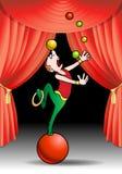 El hacer juegos malabares con el ejecutante del acróbata de las bolas del color Foto de archivo libre de regalías