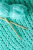 El hacer punto con lanas Imagen de archivo libre de regalías