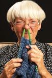 El hacer punto de la mujer Imagen de archivo libre de regalías