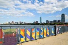 El hacer punto en el puente entre Cambridge y Boston en Massachusettes Fotos de archivo libres de regalías