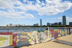 El hacer punto en el puente entre Cambridge y Boston en Massachusettes Imágenes de archivo libres de regalías