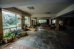 El hall de entrada al sanatorio abandonado del ` s de los niños Foto de archivo libre de regalías