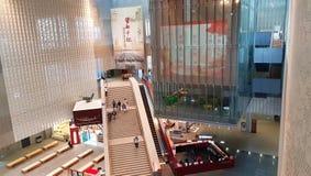 El hall de entrada monumental del nuevo edificio del museo provincial de Yunnan en Kunming, Yunnan, China fotos de archivo libres de regalías